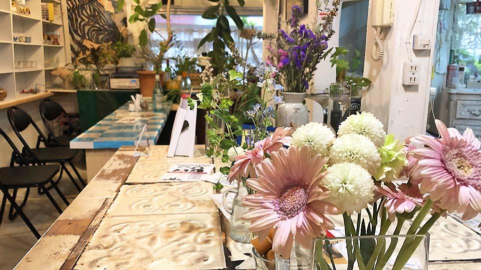 緑と花で囲まれたメルヘンな隠れ家カフェ♪大阪・福島の「studio coote cafe」